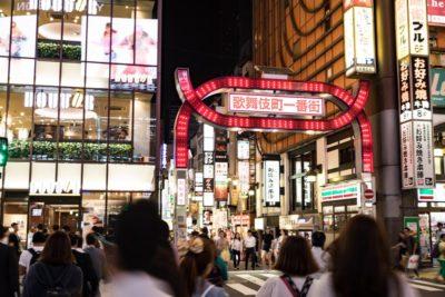 人混みと歌舞伎町一番街